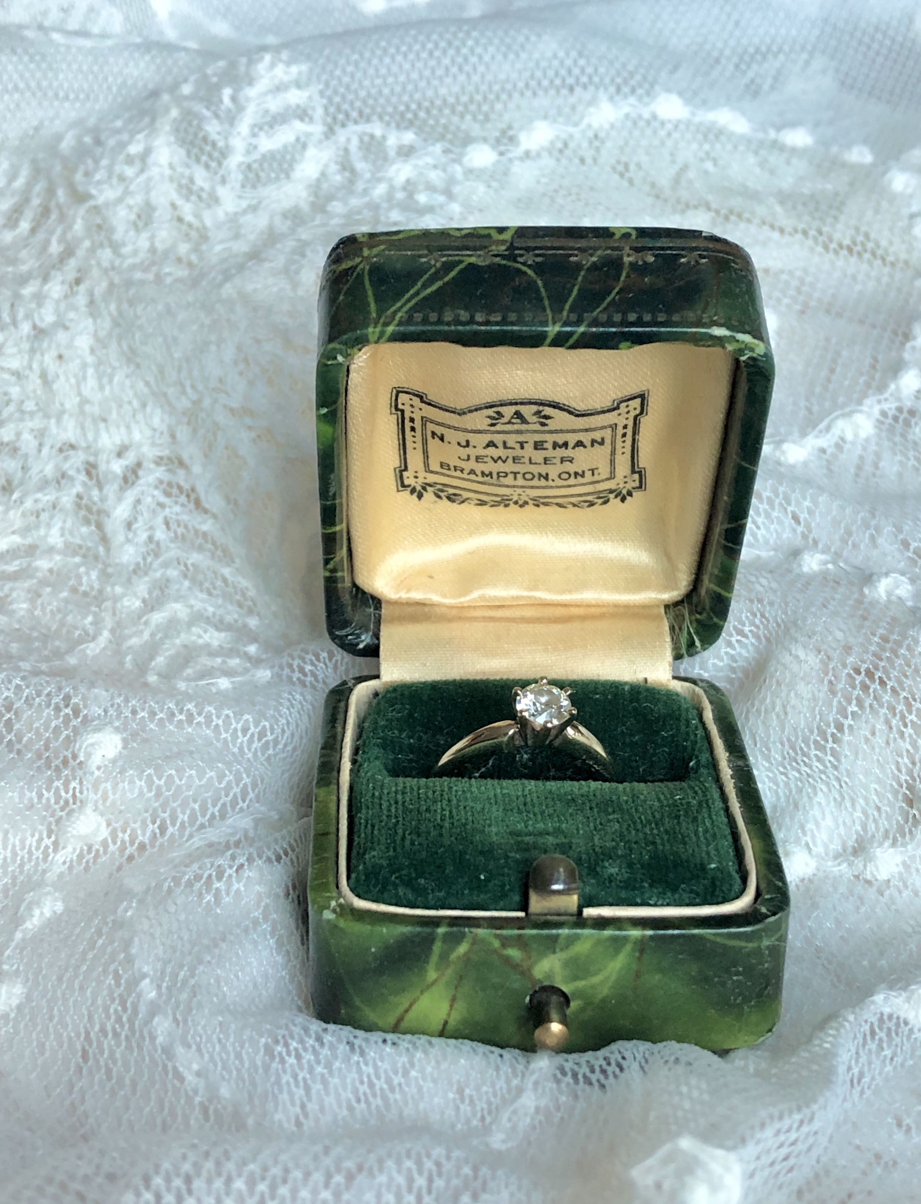 Vintage Engagement Ring Box 4